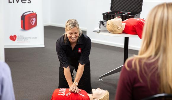 St John first aid training - trainer CPR